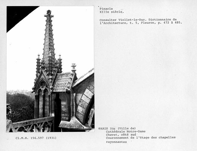Chevet côté sud, pinacle, couronnement de l'étage des chapelles rayonnantes