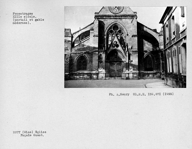Fenestrages de la façade ouest, (portail et gâble modernes)