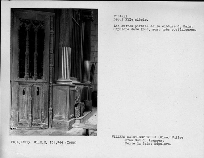 Bras sud du transept, vantail Renaissance de la porte du Saint-Sépulcre