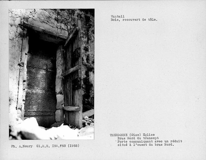 Vantail blindé, en bois recouvert de tôle, d'une porte communiquant avec un réduit situé à l'ouest du bras nord du transept