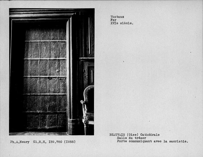 Salle du Trésor, vantail de porte en fer communiquant avec la sacristie