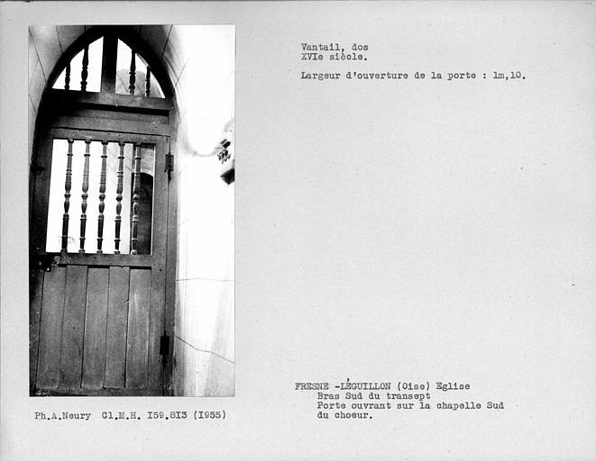 Bras sud du transept, mur est, dos du vantail de porte ouvrant sur une chapelle au sud du choeur
