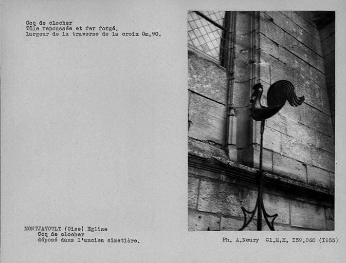 Coq de clocher en tôle repoussée et fer forgé, déposé à côté de la nef