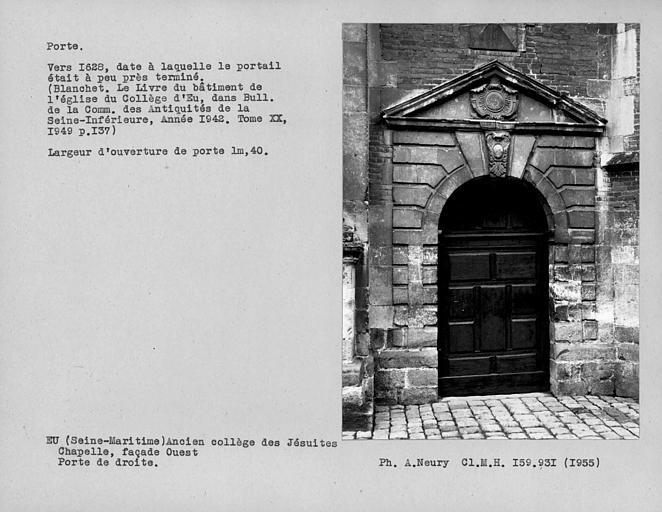 Vantail de la porte droite de l'église, côté ouest