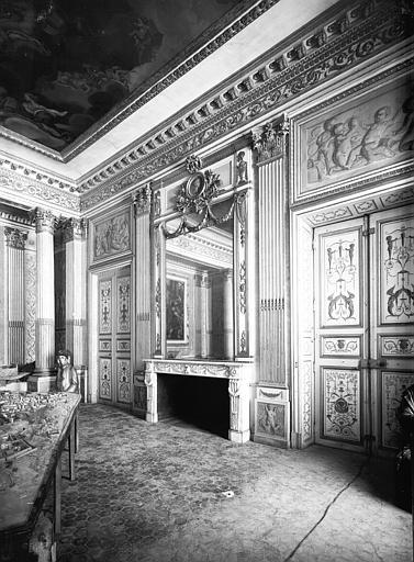 Rez-de-chaussée, grand salon Doré : ensemble vers la cheminée, époque Louis XVI