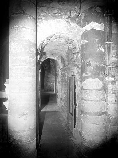 Eglise inférieure : couloir d'accès au confessionnal Saint-lazare