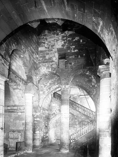 Eglise inférieure : atrium de la chapelle Notre-Dame-de-Confession
