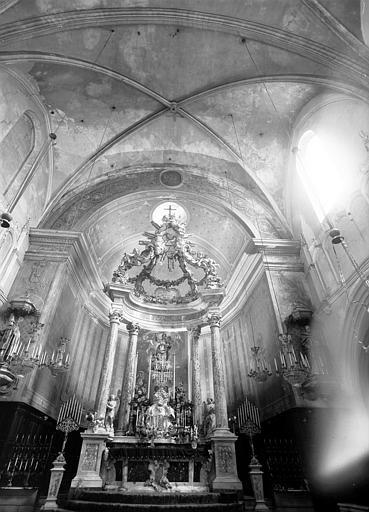 Abside et maître-autel en marbre