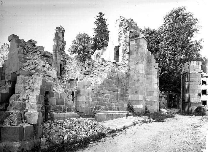 Mur extérieur et contreforts