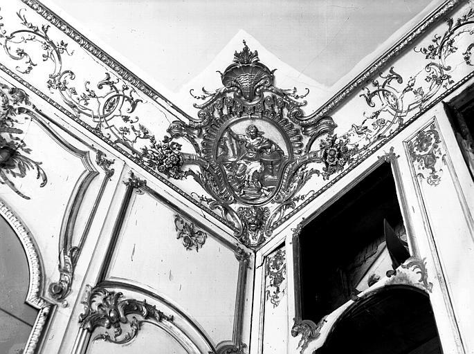 Petit salon : décor d'angle