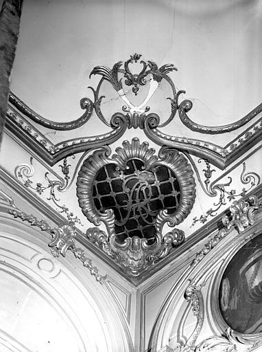 Grand salon : décoration, cartouche avec monogramme du cardinal Armand de Rohan