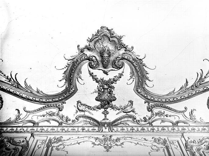 Salon de l'Assemblée : cartouche central, dessus de corniche
