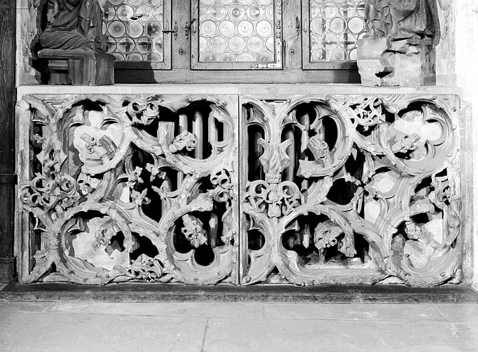 Loges des maçons : balustrade sculptée