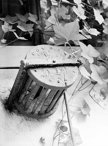Porte : tambour à grelots