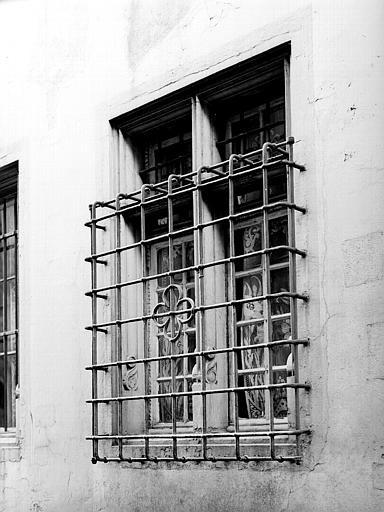 Fenêtres à barreaux