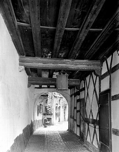 Porche et couloir d'entrée