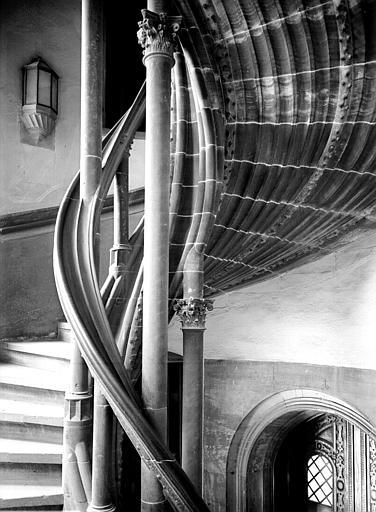 Colonnettes, escalier gothique