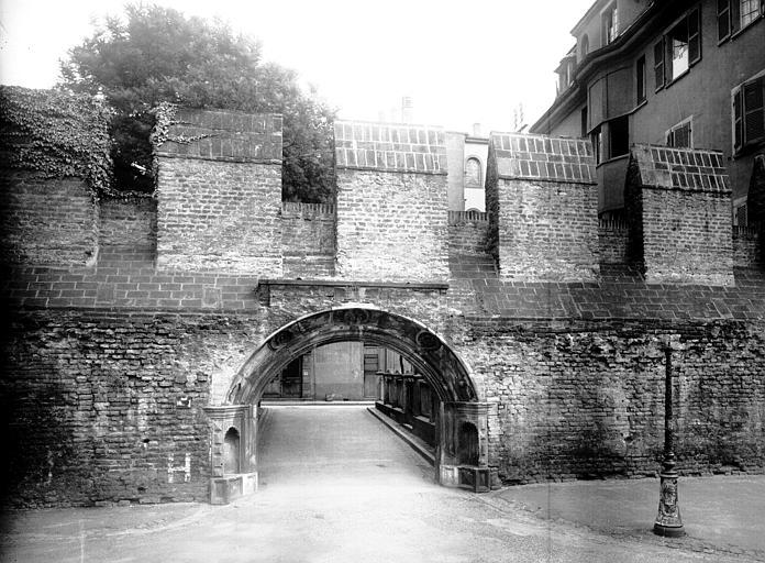Portail Renaissance provenant de l'hôtel démoli en 1910