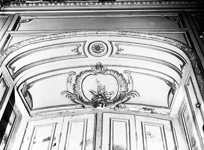 Chambre du Dais : décoration de fenêtre