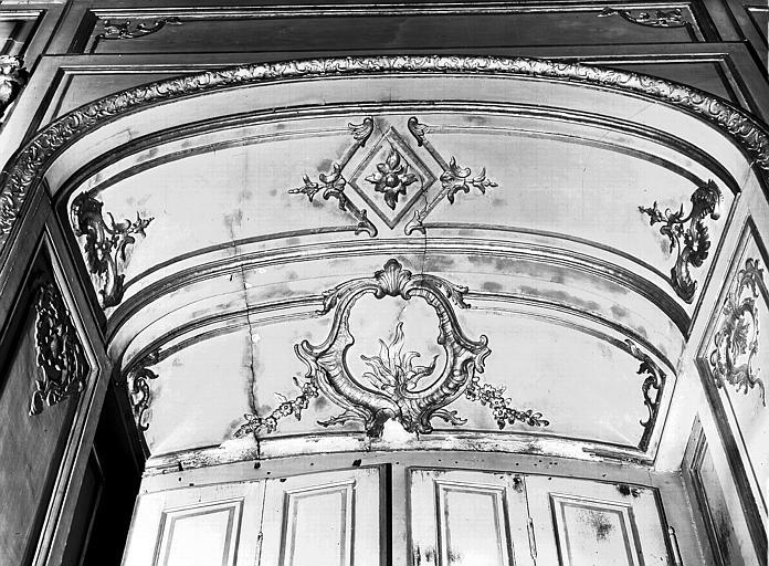 Chambre du Dais : décoration de fenêtre, lambris