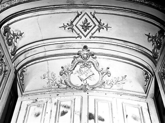 Salon de l'Assemblée : décoration, lambris de fenêtre