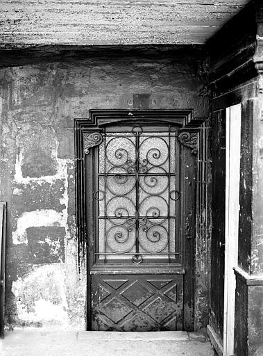 Porte basse avec date