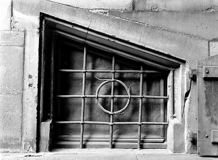 Grille de la petite fenêtre