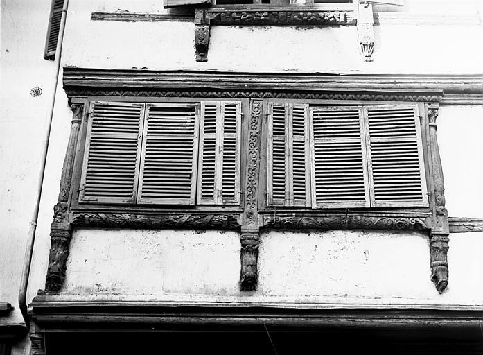 Fenêtres et poutrage du premier étage