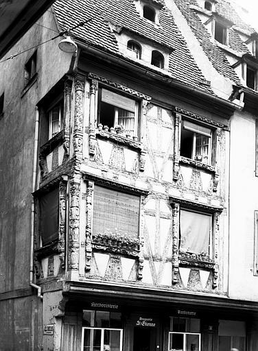 Vue d'angle des premier et deuxième étages