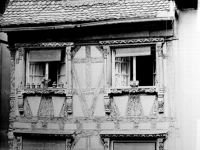 Fenêtres et poutrage du deuxième étage