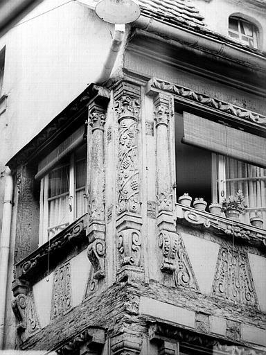 Pilastre du deuxième étage, angle