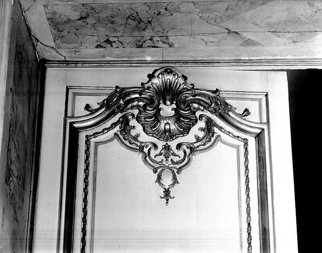 Porte de la chapelle : motif, détail de boiseries