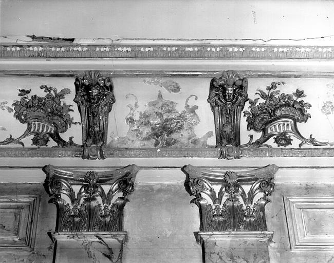 Chapelle : gypséries, corniche et pilastres