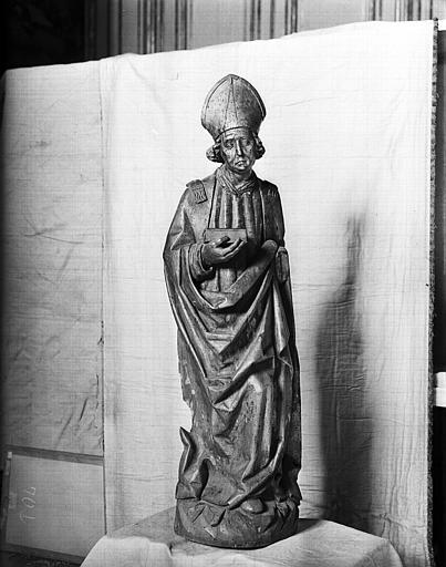Statue de bois : évêque debout
