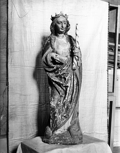 Statue en bois doré : sainte Geneviève