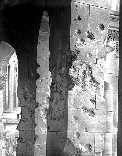 Carré du transept : arcades mutilées du clocher