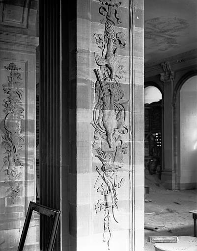 Pilastre sculpté