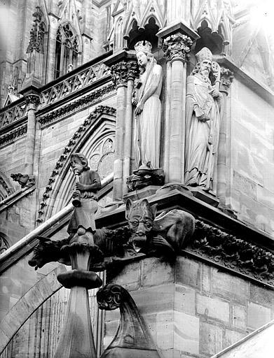 Elévation extérieure : sainte Marguerite et évêque