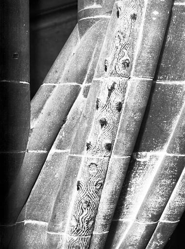 Frise en style gothique de l'escalier à vis