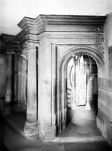 Départ d'escalier gothique
