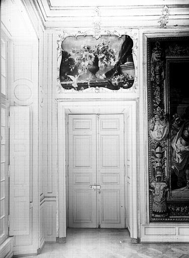 Petite salle de Commission : porte et dessus de porte