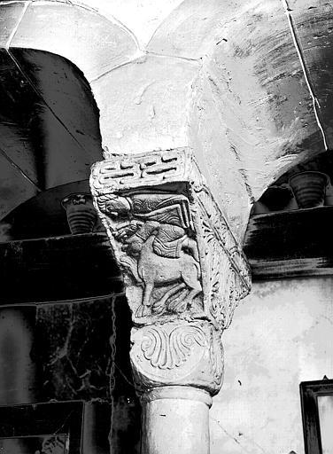 Chapiteau roman : Samson déchirant la gueule du lion