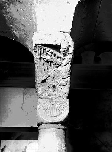 Chapiteau roman : Un musicien jouant de la harpe, le Roi David