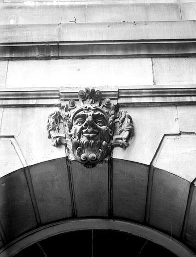Cour intérieure : mascaron