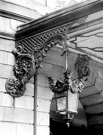 Lanterne sculptée