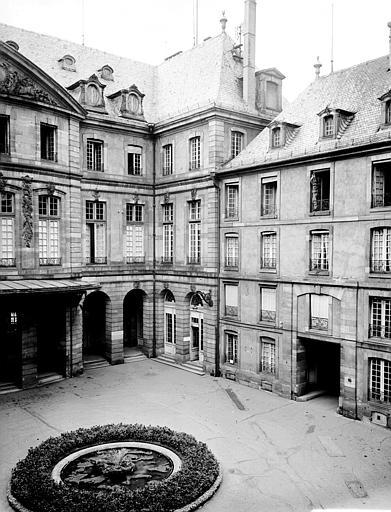 Angle de la façade, cour intérieure