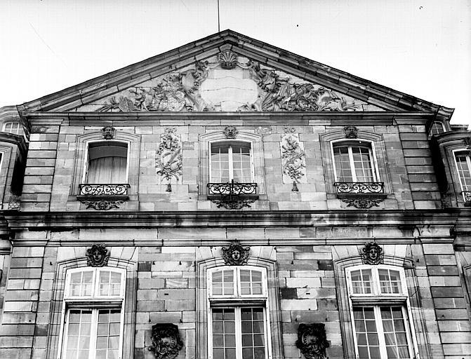Fronton de la façade