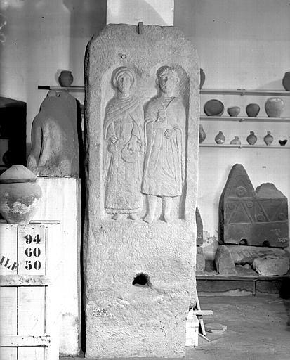 Stèle funéraire représentant deux époux