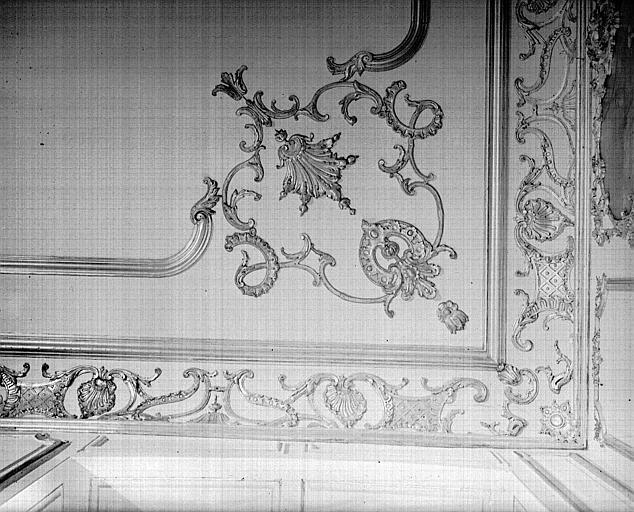 Grande salle du premier étage : angle de corniche