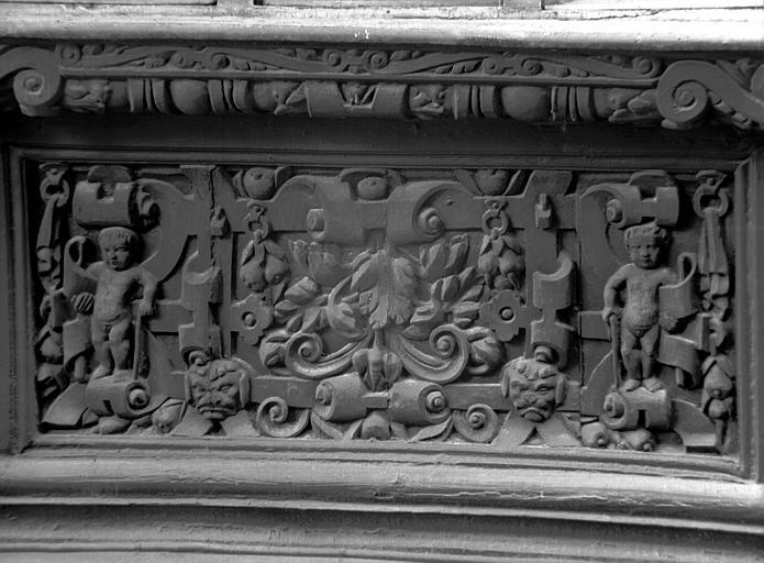 Premier étage : détail du deuxième panneau